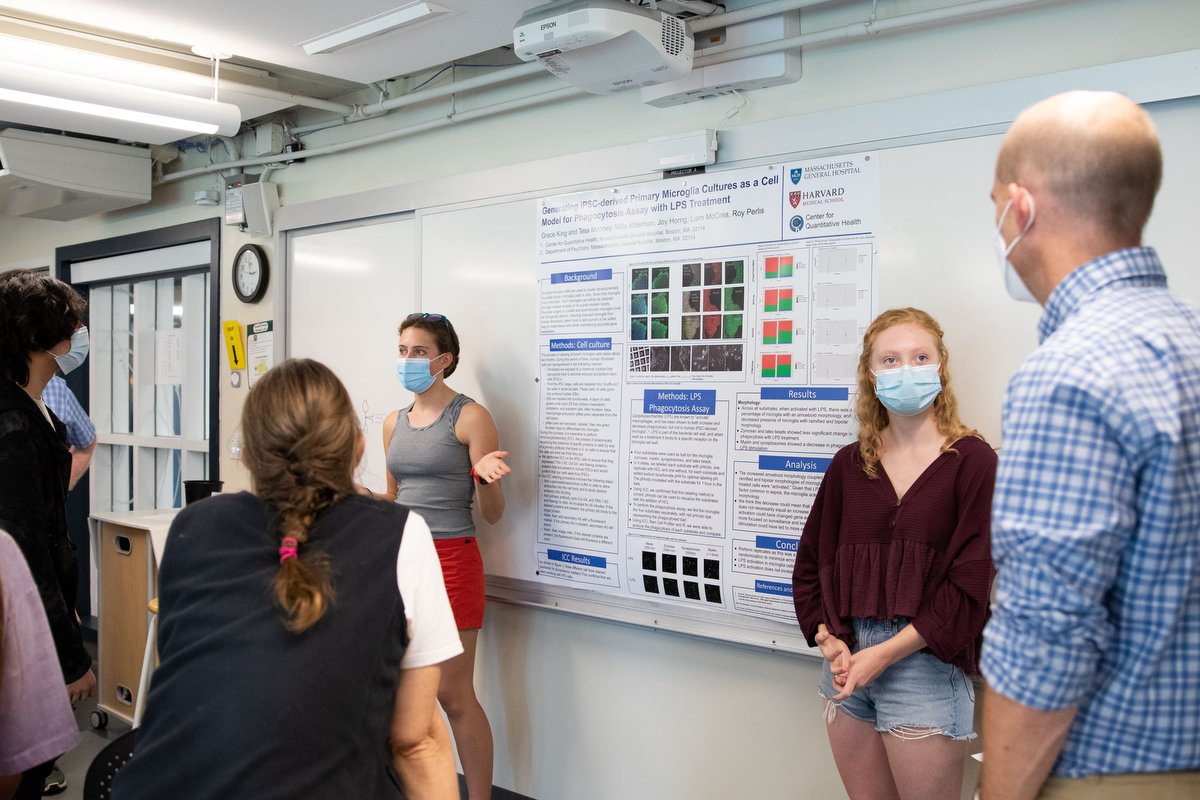 InSPIRE Internship Presentations, Concord Academy – Wednesday during the InSPIRE Internship Presentations  in CA Labs 211 where students presented on their summer science-focused intern experiences on Sep. 15, 2021.